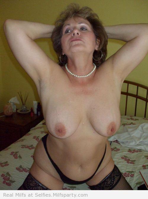 milf très sexy en photo 032