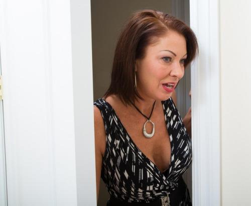 Femme mariée veut découvrir le sexe anal dans le 25