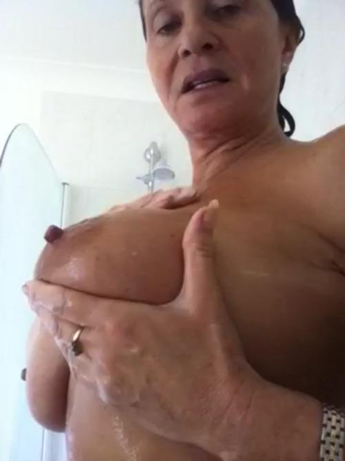 Femme mariée veut découvrir le sexe anal dans le 78