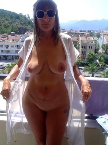 Femme mariée veut découvrir le sexe anal dans le 44