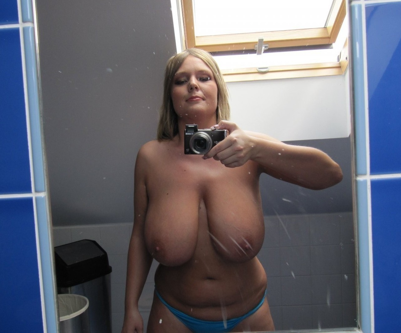 amatrice du 81 montre ses gros seins lourds